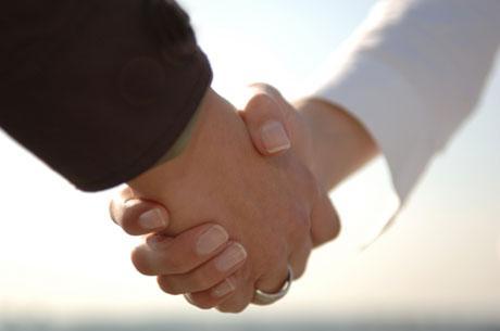 Orang Berjabat Tangan