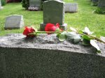 Hukum Kuburan Mewah Dengan Bangunan